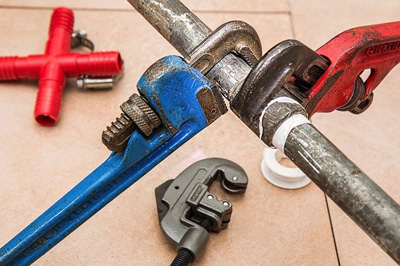 Our plumbers quickly fix pipe leakage to prevent you from slipping and other major destruction.